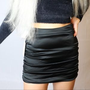 Aritzia Wilfred zadie black skirt (NEW WITH TAGS)